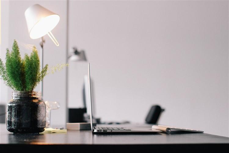 ufficio ecologico: usare lampadine led