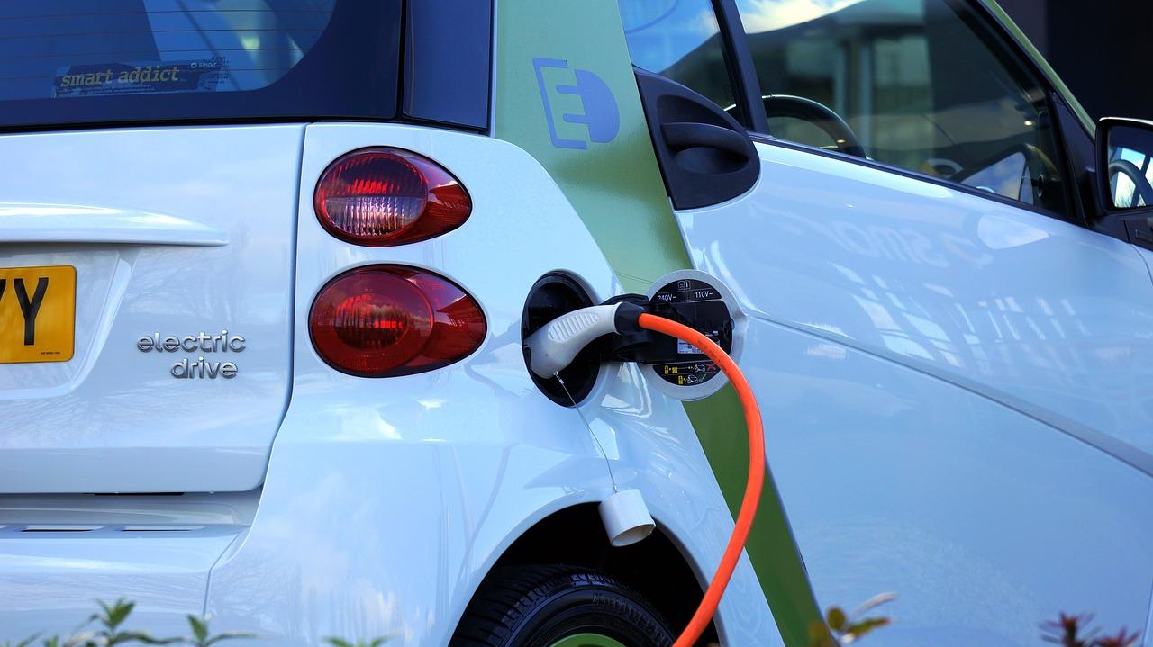 Le auto ibride sono davvero a emissioni zero?