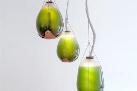 La rivoluzione della lampada alle alghe: può sostituire 200 alberi