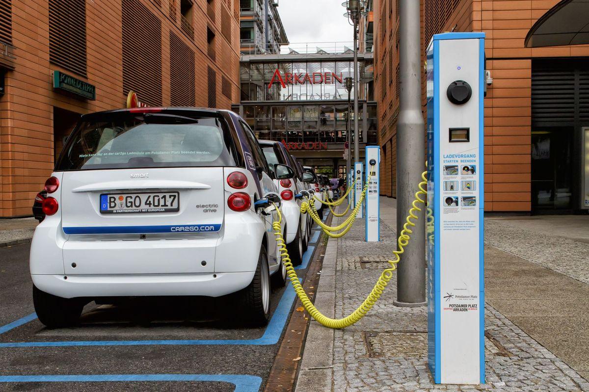 In UK esistono più stazioni di ricarica per auto elettriche rispetto alle pompe di benzina